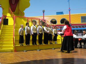 VOICES jr perform at Sesame Place